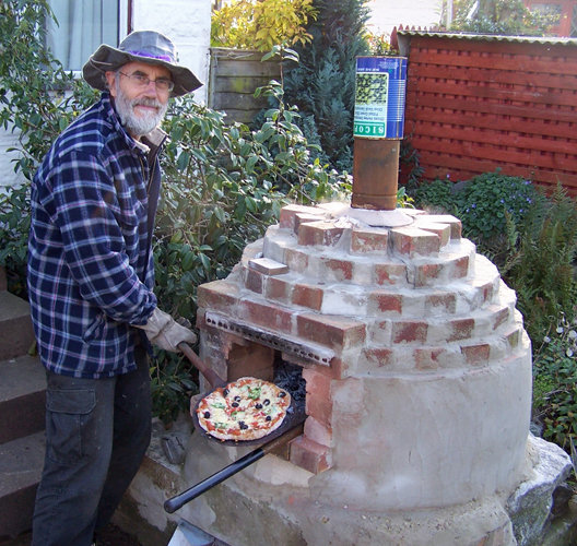 Cooking a pizza in the outdoor pizza oven - Pizza Oven - Ecodiy DIY Eco-house