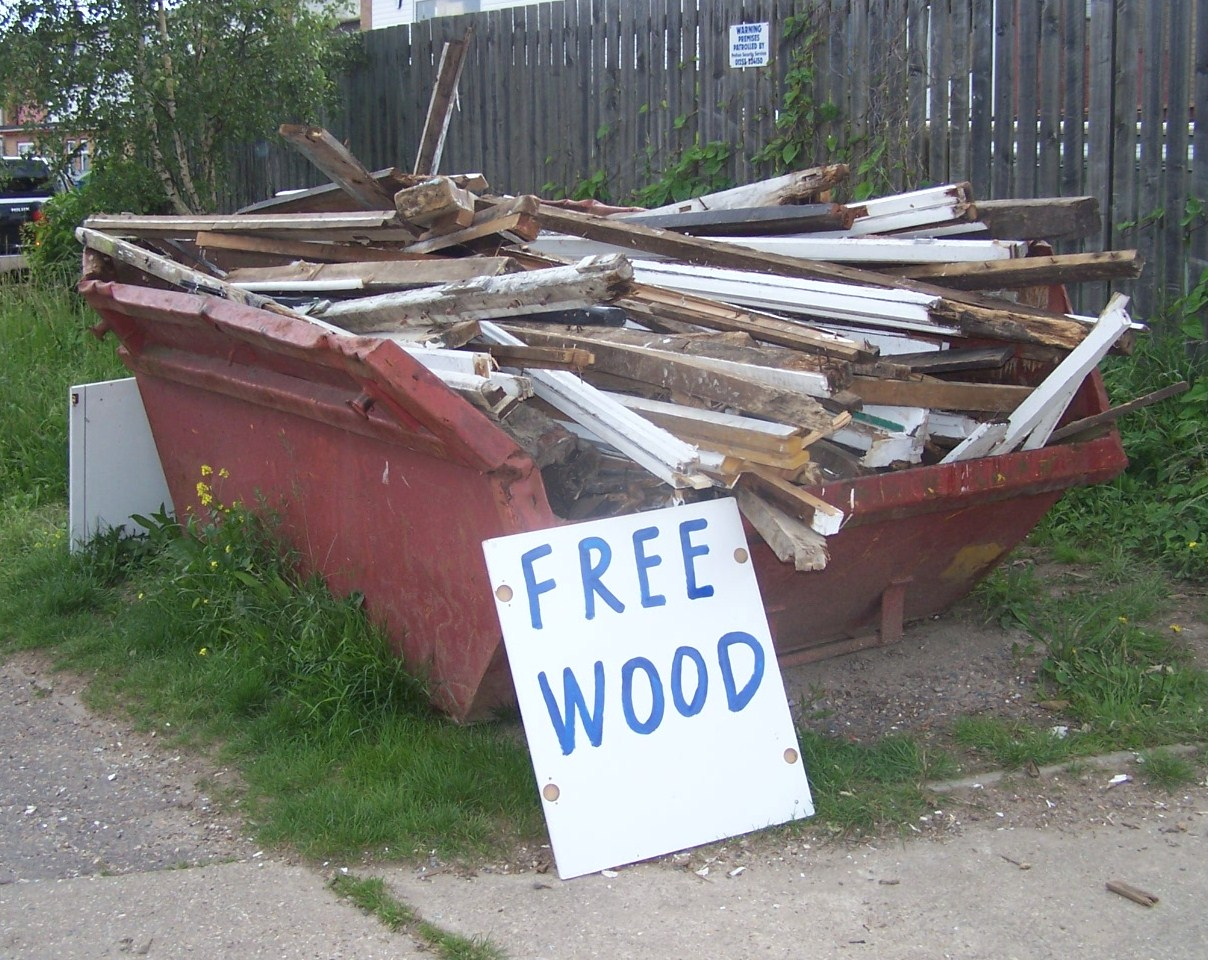 Free wood in the industrial estate